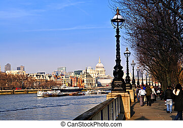 London view from South Bank - View of St. Paul\'s Cathedral...