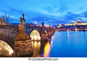 Karl?v most, Pražský hrad, ?eka Vltava, Praha, ?eská repub -...