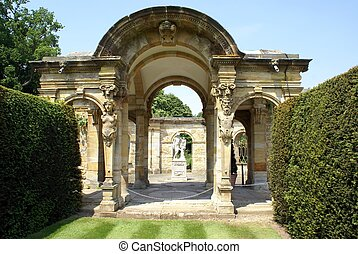 archway with statues, Hever castle - archway with statues of...