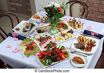 Um, tabela, jogo, com, Um, variedade, de, pratos,
