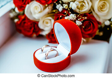 wedding rings and roses bouquet - Wedding rings in a velvet...