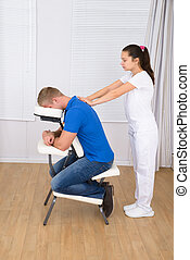 spalla, massaggiatrice, massaggio, uomo