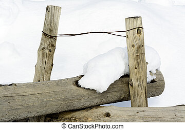Idah winter round pole fence with wire