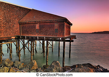 Beach house - Beautiful old tavern over waterfront at...