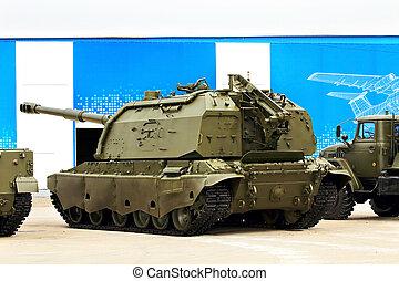 Self-propelled gun - 152 mm self-propelled howitzer on...