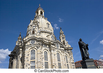 Dresdner Frauenkirche and Martin Luther Statue in Dresden -...