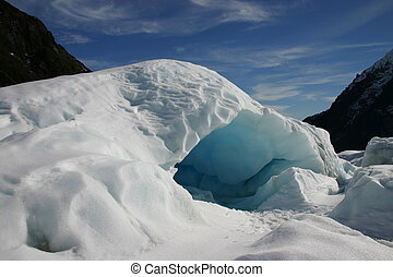 An ice cave on New Zealand\'s Fox Glacier