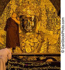 Mahamuni Buddha, Myamar - The ritual of daily face washing...