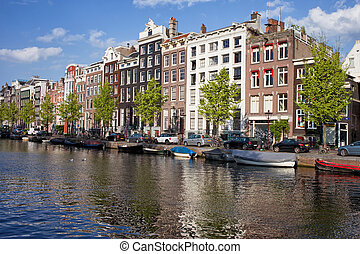 Singel Canal Houses in Amsterdam - Picturesque old houses...