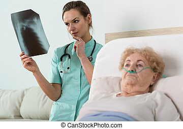 Doctor watching x-ray photography