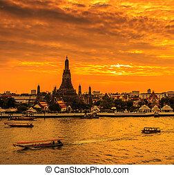 Wat Arun Ratchawararam Ratchawaramahawihan or Wat Arun...