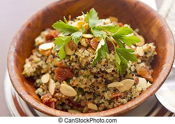 Quinoa, ahumado, tocino, ensalada