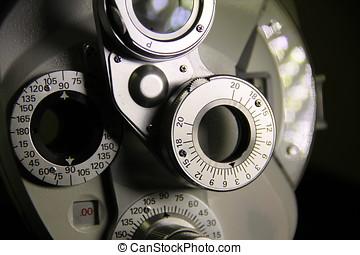 Optikermessinstrument Phoropter - Nahaufnahme eines...