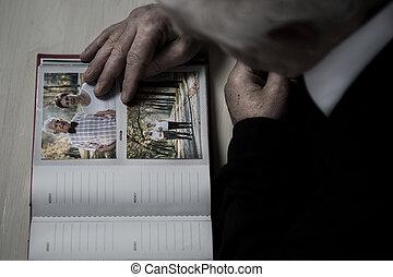 Sênior, recollect, memórias, de, seu, esposa,