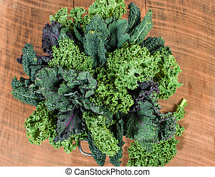 Red and green kale arrangement - Red and green kale leaves...