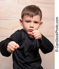 serio, luchador, niño, Posar, con, cerrado,...