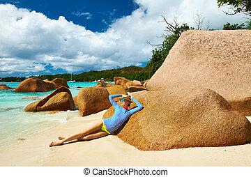 mulher, em, bonito, praia, Desgastar, erupção,...