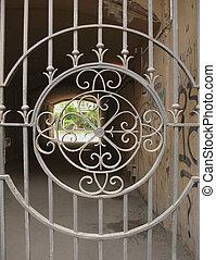 Grid metal gate