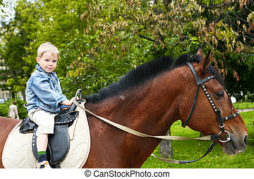 Little kid on big horse - Little kid to go on horseback