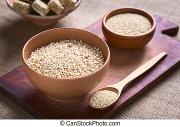 Popped Quinoa Cereal - Popped white quinoa lat Chenopodium...