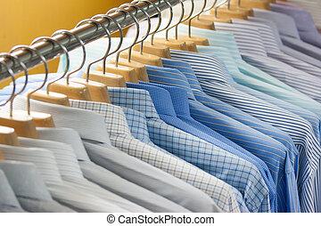 coloridos, T-shirt, ligado, cabides,