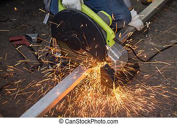 trabalhador, é, corte, aço,