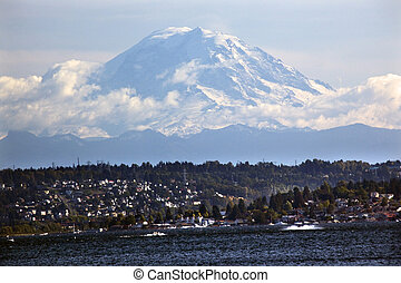 Mount Rainier from Lake washington Seattle - Mount Rainier...