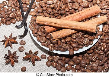 Granos de cafe con canela - Plato con granos de cafe,...