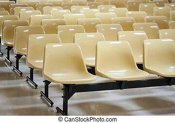 Stuhlreihe clipart  Stock Fotografie von stuhlreihen, gelber - Empty, gelber , stühle ...