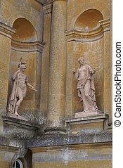 romano, Estatuas, nichos