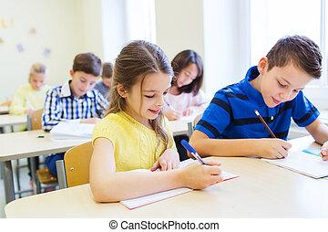 Grupo, de, escola, crianças, escrita, teste, em, sala...