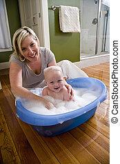 feliz, madre, el bañarse, ella, lindo, bebé
