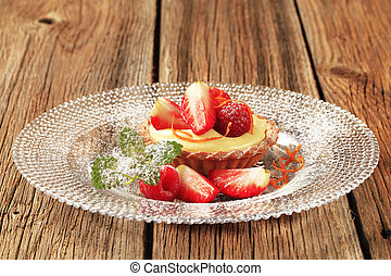 Small custard tart with fresh fruit