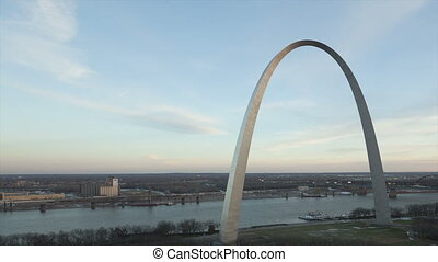Time lapse Gateway Arch St Louis and Mississippi River...