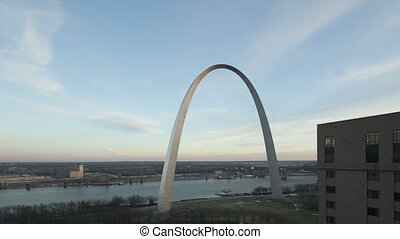 Time lapse Gateway Arch St Louis - Time lapse zoom in...