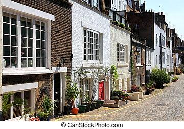 London mews houses - Elegant London mews houses in...