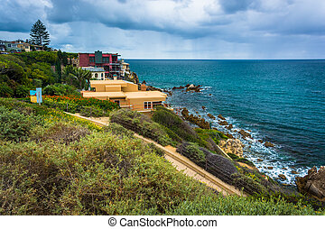 View of houses and the Pacific Ocean from Inspiration Point...