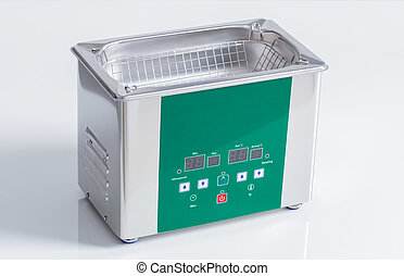 Ultrasonic cleaner for ultrasonic cleaning