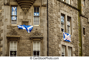 Yes Banners, Royal Mile, Edinburgh - EDINBURGH, UK -...