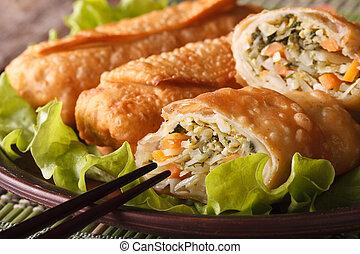 Asiático, fritado, primavera, rolos, cortado, ligado, Um,...