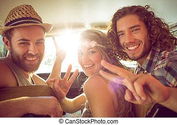 hipster, amigos, en, camino, viaje,