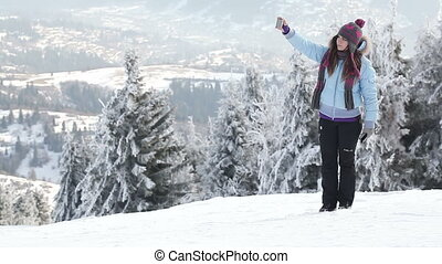 Self in mountains - Girl photographed themselves on...