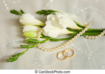 Wedding card Two golden rings with bridal veil and flowers