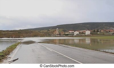 Riada 3 puentes - river overflowed