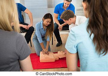 primero, ayuda, entrenamiento,