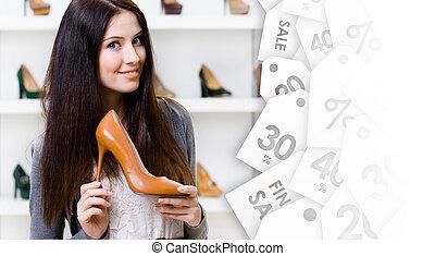 bonito, mulher, mantendo, alto, heeled, sapato, ligado,...