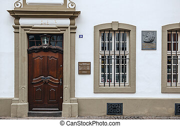 Commemorative plaque on facade of Karl Marx house -...