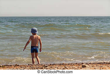 The child on the sea coast