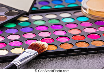 Make-up colorful eyeshadow palettes with makeup brush