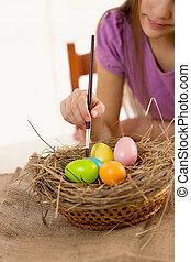 niña, tenencia, Brocha, y, colorido, Pascua, huevos,